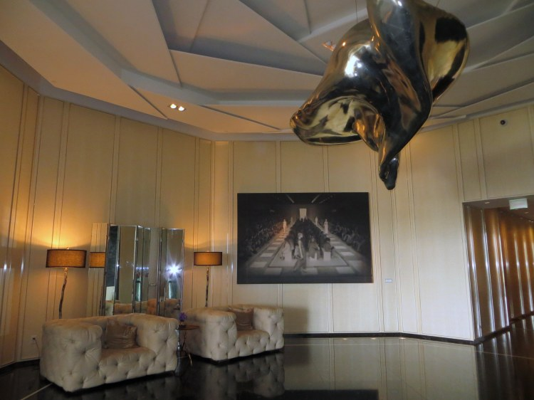 A silver cloud sculpture by Inigo Manglano-Ovalle suspended from the ceiling at the hotel lobby