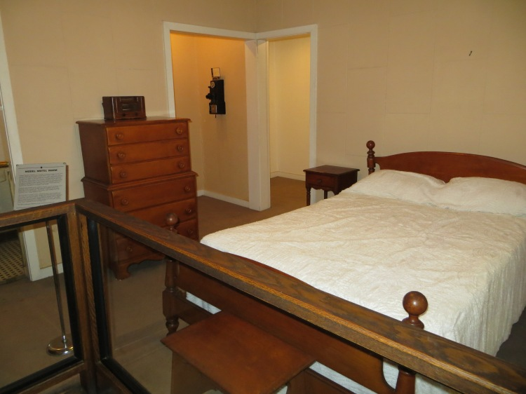An example of the motel room at Sanders Court